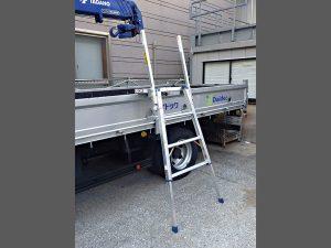 トラック昇降ステップ使用例